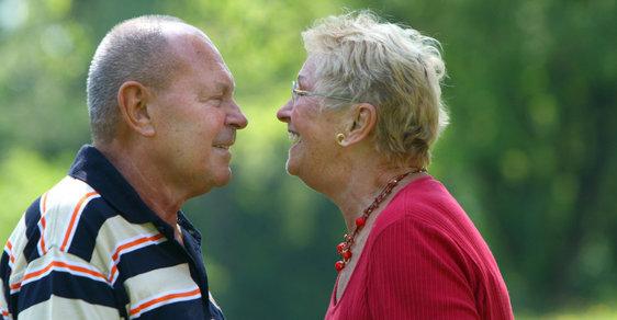 Ženy mají větší šanci, že si užijí důchodcovských výhod po 85 roku věku.