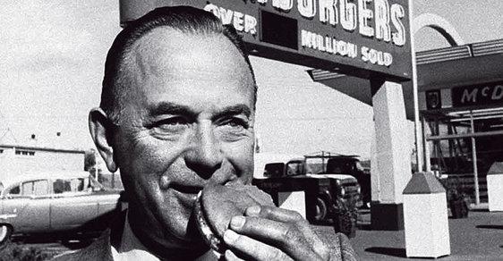 Pan Zakladatel: Muž, který sice nezaložil McDonald's, ale spolu sHenrym Fordem zosobňuje americký sen