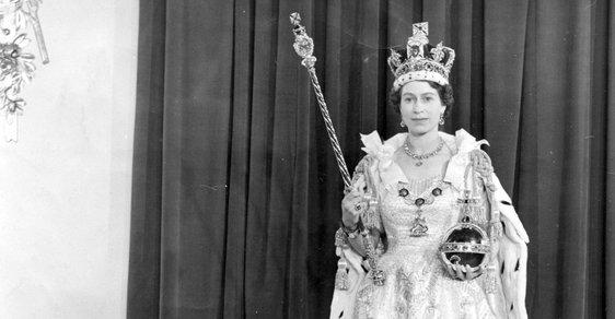 1953 - Alžběta II. je korunována královnou.