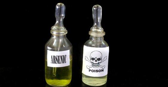 Arsenik je prudce jedovatý, kromě akutní otravy působí i chronické potíže a má karcinogenní účinky.