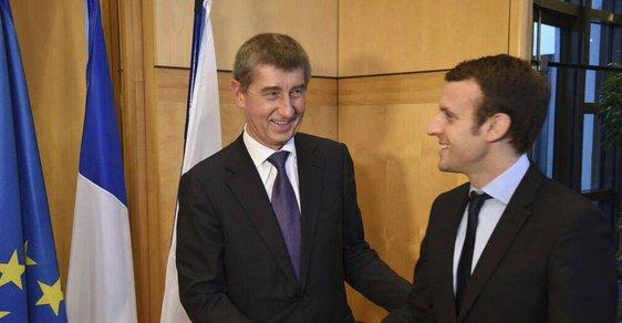 Andrej Babiš se v únoru 2016 pochlubil fotkou s Emmanuelem Macronem