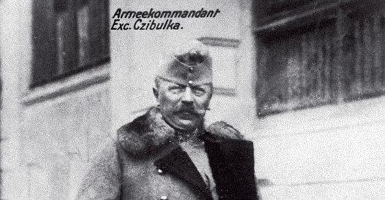 Poslední rakouský císař, český auherský král Karel I. (1887 až 1922) vroce 1918 nainspekci Cibulkova armádního sboru