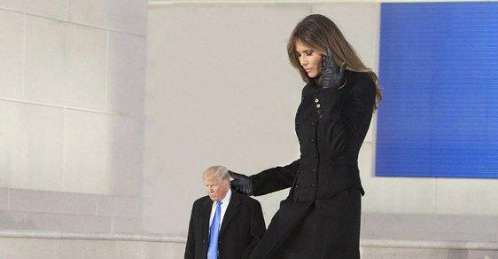 Jediná fotogalerie Donalda Trumpa, kterou musíte vidět. Donald Trump jako maličký maňásek baví miliony lidí