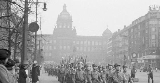 Snímky okupované Prahy zůstavají připomínkou toho, jak si Hitlerovi muži podmanili českou metropoli
