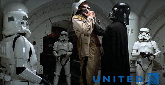 Naše letadlo, naše pravidla. Klidně z vás vymlátíme duši! Svět se směje skandálu aerolinek United