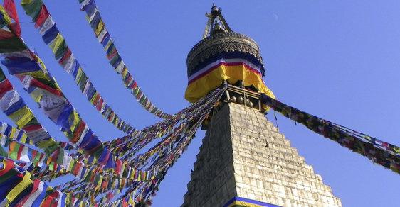 Vzácná nepálská stúpa zničená silným zemětřesením vstala z popela