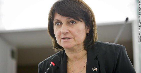 Padesát odstínů sirotků aneb morální kýč jedné české europoslankyně