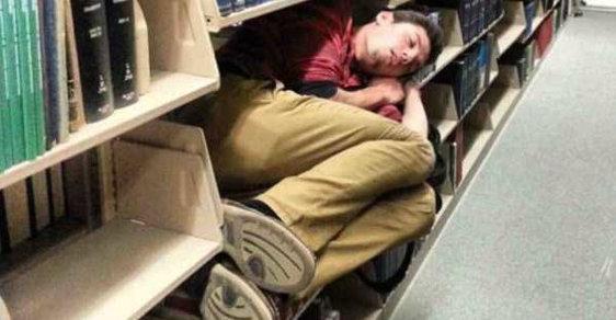 Nechoďte do práce, odpočiňte si. Spát se dá kdekoliv!