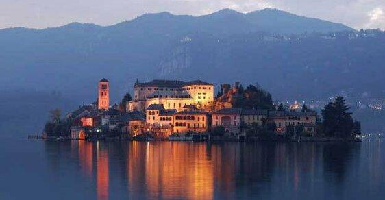 Jedno z nejkrásnějších míst Itálie je vesnice Orta San Giulio na severu země, podívejte se