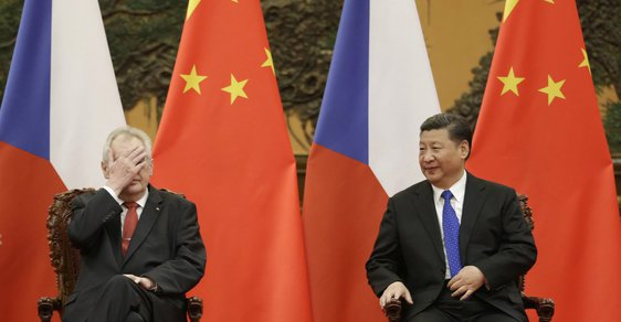 Český prezident Miloš Zeman se svým čínským protějškem Si Ťin-pchingem