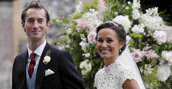 Pippa Middletonová se vdala. Na svatbu přijela královská rodina i tenista Roger Federer