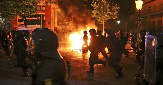 Střety s policií v Hamburku před zahájením summitu G20 v srpnu 2017.