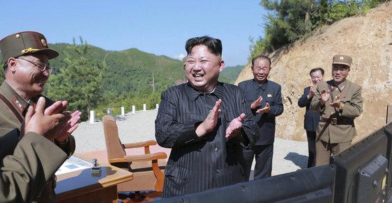 Severokorejské diktátor Kim Čong-un po údajné úspěšném raketovém testu
