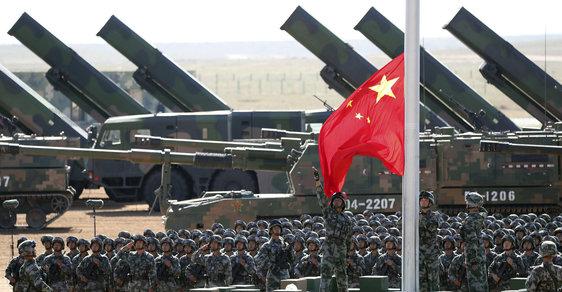 Demonstrace čínské vojenské síly