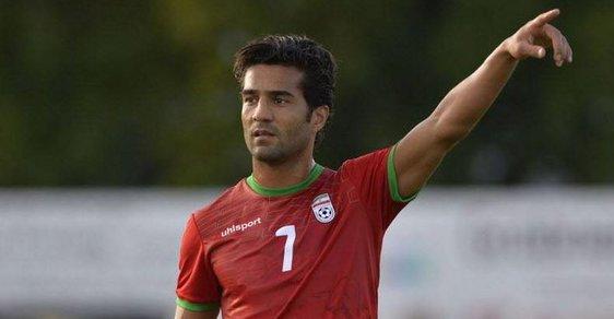 """Íránského fotbalistu Masúda Šodžaje vyhodili z reprezentace, hrál proti """"nepříteli"""""""
