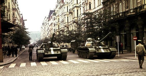 A tak burácely tanky Pařížskou ulicí.
