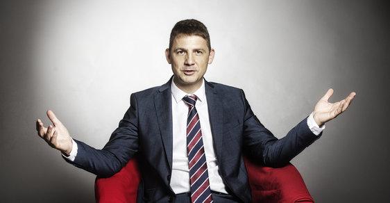 Předseda Svobodných Petr Mach oznámil 30. srpna v Praze rezignaci na post europoslance kvůli tomu, aby se mohl naplno věnovat kampani své strany pro sněmovní volby.