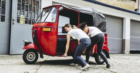 Pět Češek v tuktuku na cestě Jižní Amerikou – zvládnou náročnou cestu, opravy vozítek a případnou ponorku v týmu?