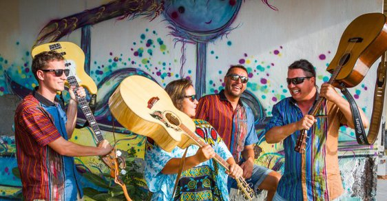 Živit se muzikou a cestovat? Jde to, Lucie Dobrovodská s kapelou projela Austrálii, Nový Zéland a Indonésii