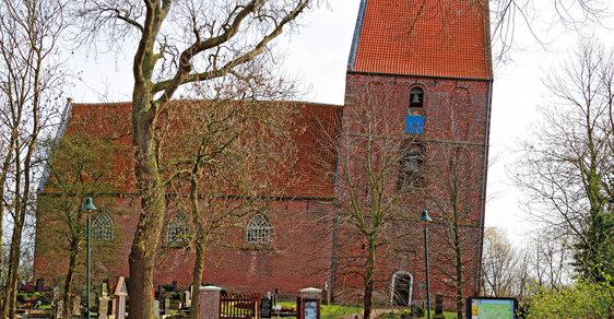 Německý kostelík porazil italskou Pisu. Jeho nejšikmější věž je v Guinnessově knize rekordů