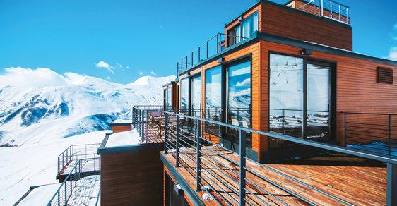 Quadrum: Luxusní hotel z přepravních kontajnerů najdete vkavkazských horách