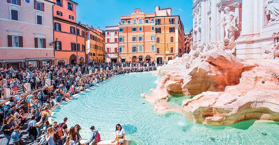 Římská fontána di Trevi aneb Když slavná architektura vydělává