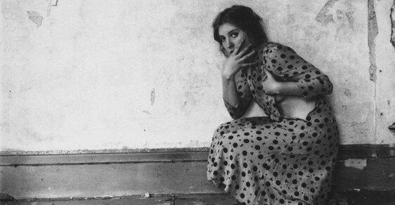 Znepokojivé snímky geniální fotografky, která ve 22 letech spáchala sebevraždu