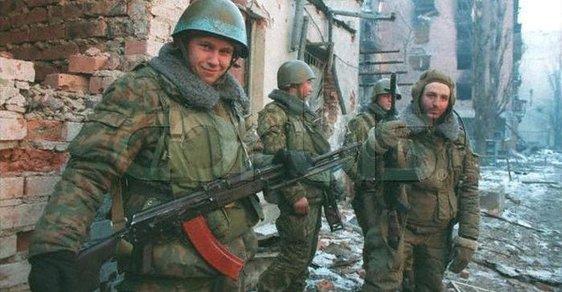 Ojedinělé fotky ruských vojáků z války v Čečensku, za kterou stál tehdejší premiér Putin