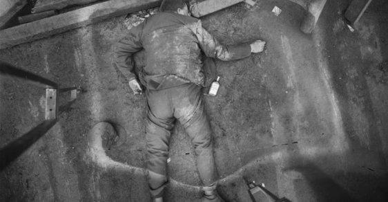 Děsivé snímky, které měly skončit v řece. Fotografie mrtvých, které způsobily fotožurnalistickou revoluci