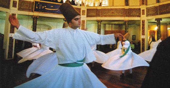 Derviši: Súfijský mystický řád, který se nevšedním rituálním tancem spojuje s Bohem