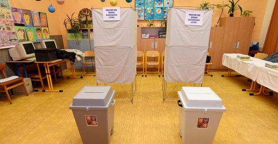 Prezidentské volby 2018 - volební místnosti a urny už jsou přichystané