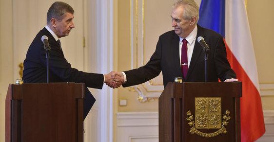 Premiér Andrej Babiš předal prezidentovi Miloši Zemanovi demisi vlády. Zeman ho následně pověřil jednáním o vládě znova