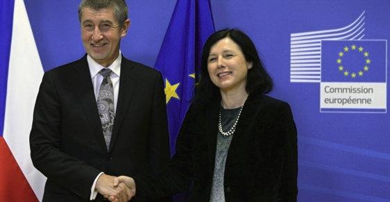 Eurokomisařka Věra Jourová podle evropské ombudsmanky ve svém veřejném vyjádření stranila Andreji Babišovi
