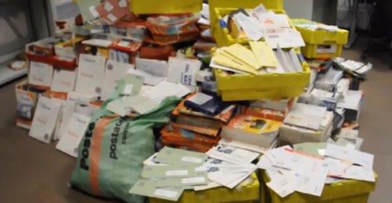 Italský pošťák nahromadil v garáži 573 kilogramů nedoručené pošty