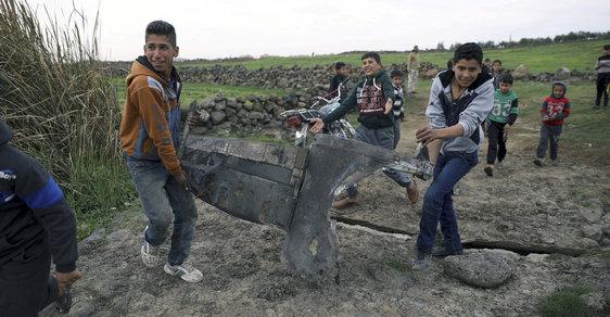 Napětí mezi Izraelem, Sýrií a Íránem stoupá. Na fotce jsou kusy zneškodněné syrské rakety