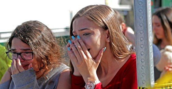 Vyloučený student zastřelil na střední škole na Floridě 17 lidí