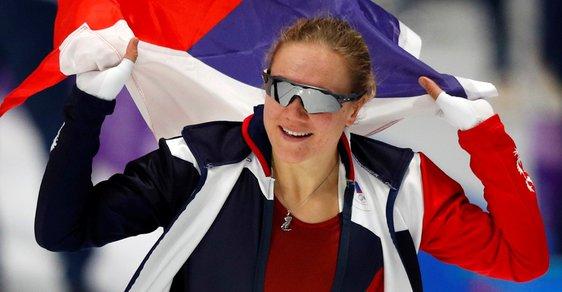 Karolína Erbanová se na hrách v Pchjongčchangu raduje z bronzové medaile