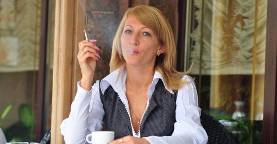 Dvěma třetinám Čechů prý nevadí zákaz kouření v restauracích. Ale co omezování vlastnického práva jejich majitelů?