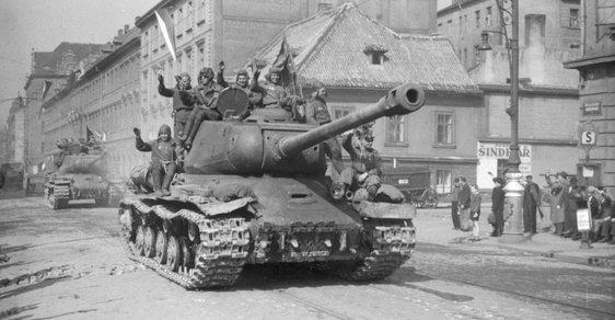 Rudá armáda a osvobození: Nejde zdaleka jen o maršála Koněva, ale o primitivní pokus přepisovat dějiny