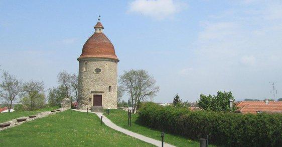 Rotunda svatého Juraja: Strážní věž i sklad střelného prachu
