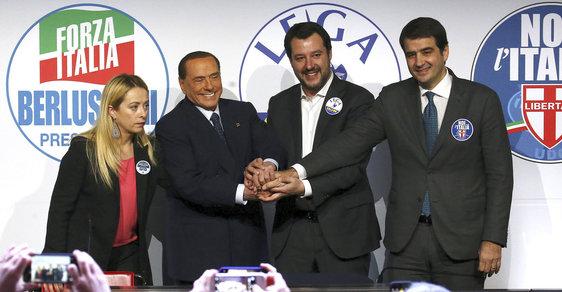 Zleva: Giorga Meloniová, Silvio Berlusconi, Matteo Salvini a Raffaele Fitto.