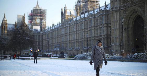 Britské ostrovy zasáhla bouře Emma. Celá země se potýká s nejhorší sněhovou kalamitou za posledních 30 let