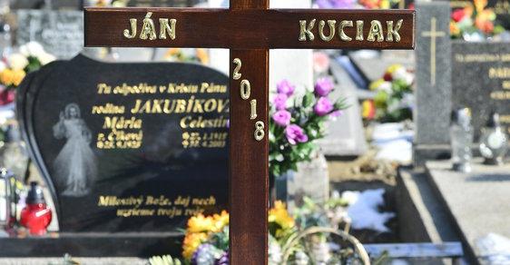 Slovensko pohřbilo Jána Kuciaka. Kvůli vraždě novináře rezignoval ministr, možná se rozpadne vláda