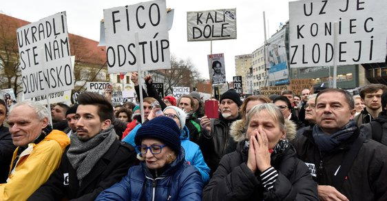 Na bratislavském náměstí SNP protestovalo proti vládě a za řádné vyšetření vraždy Jána Kuciaka 30 tisíc lidí (9. 3. 2018)