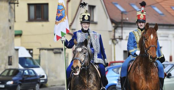 170 let o Maďarské revoluce - V Čechách málo známého rodáka Norberta Ormaiho si 10. března v Dobřanech na Plzeňsku připomněli občané města spolu se zástupci maďarského velvyslanectví. V Maďarsku patří plukovník revoluční armády Ormai k osobnostem a mučedníkům revoluce z roku 1848.