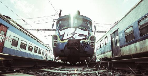 Legendární pantografy vymírají, v Praze dosluhují poslední tři vlaky. Navštivte jejich hřbitov