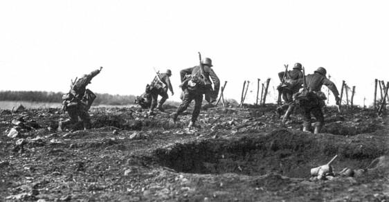 Do německé paměti se březen a duben 1918 vryly jako dva nejvražednější měsíce Velké války na západní frontě: v průběhu pouhých 61 dní zahynulo 68 397 vojáků císaře Viléma II.