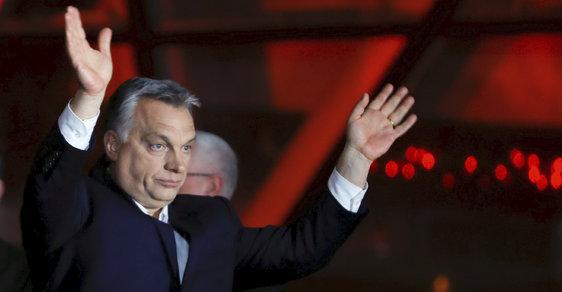 Maďarský premiér Viktor Orbán a jeho strana Fidesz triumfálně vyhrála v eurovolbách