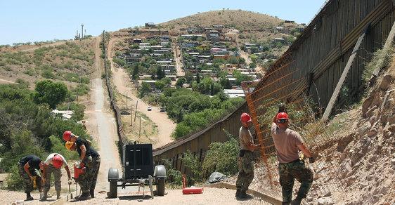 Dokud nebude postavena zeď mezi USA a Mexikem, budou hranice hlídat gardisté.