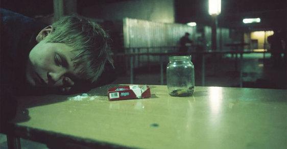 Rusko, země dětských opilců a ztracených duší. Tísnivé snímky francouzské fotografky vás zarmoutí